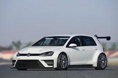 «Заряженный» Golf от подразделения Volkswagen Motorsport проходит тестовые заезды на очередном этапе кольцевых гонок TCR в австрийском Спилберге.