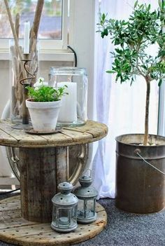 A wooden reel can often be picked up for free . - DIY craft ideas - - Informations About Eine Holzhaspel kann man oft gratis tolle Haspelideen! Hamptons Decor, Cable Spool Tables, Deco Nature, Wooden Spools, Wire Spool, Garden Cottage, Decoration Table, Porch Decorating, Coastal Decor