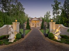 Luxury Portfolio International hosts luxury real estate and luxury homes for many of the world's most powerful independent luxury brokerages. Entrance Design, Gate Design, House Design, Driveway Entrance, Entrance Gates, Driveway Landscaping, Luxury Portfolio, Mediterranean Homes, Front Entrances