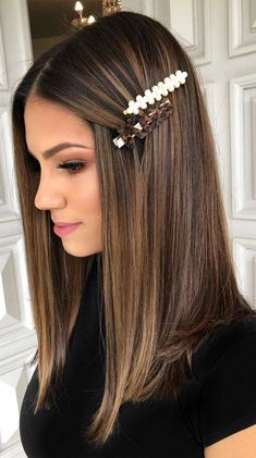 Thinking about switching things up this year? It just might be the perfect time to try out a new shade for your hair. Hair Color For Women, Hair Color For Black Hair, Cool Hair Color, Brown Hair Colors, Hair Colour, Brown Hair With Blonde Highlights, Brown Hair Balayage, Hair Highlights, Brown Hair Trends