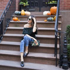 (Almost) All green everything! Cecilie Copenhagen ff shoulder top, ASOS mom jeans and Gucci loafers #style #ootd