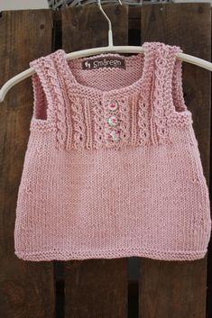Denne søte trøyen har jeg strikket før, og jeg har alltid hatt lyst til å lage flere -fordi den bare er så sjarmerende og i tillegg fin på! ...