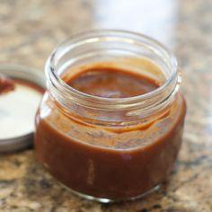 Sauce-barbecue 1 tasse  de ketchup1/2 tasse  de vinaigre blanc ou de cidre de pommes 1/2 tasse de cassonade 2 c. à table  de sauce soya, préférablement à teneur réduite en sodium 2 c. à table  de sauce Worcerstershire 2 c. à table de moutarde préparée (moutarde jaune) 1 c. à table  d'huile de tournesol 1 c. à thé  de gingembre moulu 1 c. à thé  de poudre d'ail 1 c. à thé de poudre d'oignon 1 c. à thé de paprika fumé Au goût, quelques gouttes de sauce piquante. faire chauffer et mijoter 5mn.