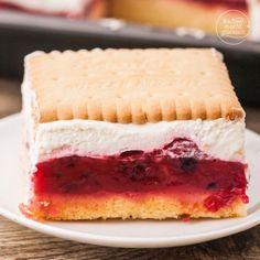 Butter biscuit cake with berries - Rezepte - Kuchen Champagne Cake, Custard Tart, Sweet Bar, Good Food, Yummy Food, Biscuit Cake, Eat Smart, Cakes And More, Cake Cookies