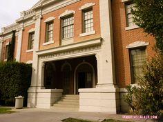 Rosewood High School Pretty Little Liars Warner Bros. Sets (35 of 52)