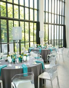 Moderne Hochzeitsdekoration in Grau und Türkis – Grey and turquoise wedding decoration – www.weddingstyle.de