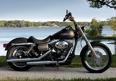 2006 The first of the 6-speed transmissions are made available on 2006 model year Dyna motorcycles. Also joining the Dyna family is the FXDB/I Street Bob Harley Dyna, Harley Davidson Dyna, Harley Davidson History, Harley Davidson Pictures, Harley Davidson Street, Harley Davidson Motorcycles, Harley Street Bob, Dyna Low Rider, Harley Davidson Images
