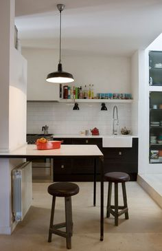 Modern kitchen elements in a Barcelona house with older structures.