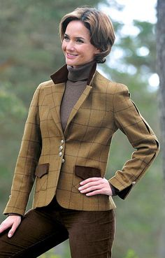 The velvet collar and pocket flaps make it a hunting jacket.9 to 5