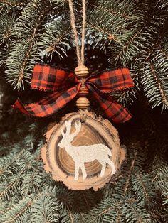 Elegant Christmas Decor, Rustic Christmas Ornaments, Christmas Scents, Christmas Table Decorations, Christmas Aesthetic, Scandinavian Christmas, Tree Decorations, Christmas Time, Christmas Crafts