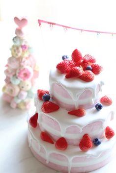 ネイキッドケーキにふわっトロ〜のドリップを♡ | フェイクスイーツとクレイケーキ&ウェデイングアイテムの販売 大阪・Atelier Fairy*の手仕事綴り… Strawberry Desserts, Baby Birthday, Strawberries, A Food, Merry, Clay, Sweets, Cakes, Drinks