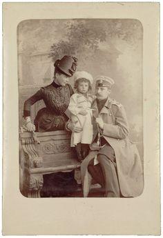 Princess Zinaida Yussupova, Príncipe Nicholas Yussupov e Príncipe Felix Yussupov (Conde Sumarokov-Elston).