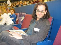 It's a darn good thing *I* wasn't seated that close to him! I would've had to be hauled off by security! Greatest Rock Bands, Best Rock, Great Bands, Cool Bands, Rush Concert, A Farewell To Kings, Rush Band, Geddy Lee, Neil Peart
