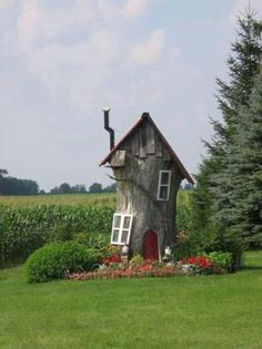 Great way to decorate an old tree stump! Great way to decorate an old tree stump! Fairy Tree Houses, Fairy Garden Houses, Gnome Garden, Garden Trees, Gnome Tree Stump House, Fairy Gardens, House Gardens, Unique Garden, Tree Trunks