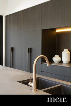 Kitchen Room Design, Kitchen Cabinet Design, Home Decor Kitchen, Interior Design Living Room, Kitchen Furniture, Kitchen Ideas, Kitchen Cabinets, Contemporary Kitchen Design, Contemporary Architecture