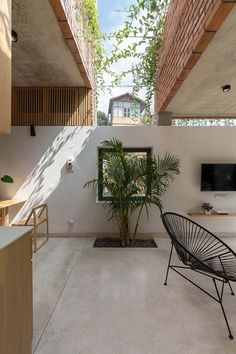 VH House / ODDO architects Hanoi, Skylight Design, Skylight Window, Interior And Exterior, Interior Design, Modern Interior, Rooftop Lounge, Modern Windows, Modern Backyard