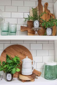 DIY: Repurpose Candle Jars into an Indoor Herb Garden. Turn your old candle jars into a beautiful and stylish indoor herb garden for the kitchen! Clean Candle Jars, Old Candle Jars, Do It Yourself Decoration, Buffet, Diy Candles Scented, Herbs Indoors, Farmhouse Style Kitchen, Kraut, Home Decor Trends