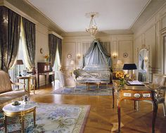 Hotel Le Meurice in Paris, France. This bedroom interior is typical of french palaces, with a Versailles parquetry. Le Meurice, Discount Bedroom Furniture, Living Room Furniture, Furniture Stores, French Interior, Interior Design, Luxury Interior, Luxurious Bedrooms, Victorian Houses