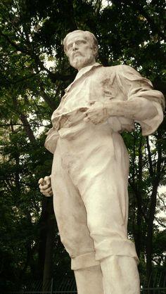 Anhanguera statue in front of Parque Trianon on Avenida Paulista made in 1924 by Luis Brizzolara.