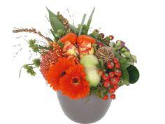 Bloemstuk bestellen? Bloemstuk Herfst bevat een vrolijke combinatie van warme herfstkleuren in een mooi bloemstuk.
