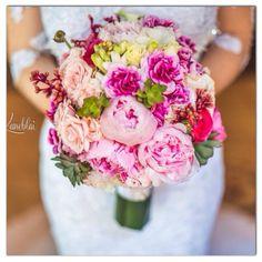 Lindo buquê de noiva em tons de rosa apaixonante!! #bouquet #bride #buque