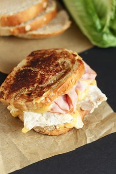 Chicken Cordon Blue Grilled Cheese - Ham, fresh grilled chicken topped with melty smooth Swiss cheese. Hearty sandwich for lunch or dinner. Slider Sandwiches, Sandwiches For Lunch, Soup And Sandwich, Sliders, Gourmet Sandwiches, Grilled Sandwich, Best Sandwich, Empanadas, Chicken Cordon Blue