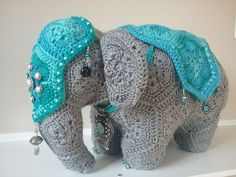Loxodonta Elephas the african flower elephants pattern by Anne Rutgrink.Ravelry: Project Gallery for Loxodonta Elephas the african flower elephants pattern by Anne Rutgrink by Raye Phelps.Thanks chr# african African Flower Crochet Animals, Crochet Puff Flower, Crochet Flower Patterns, Crochet Patterns Amigurumi, Cute Crochet, Crochet Crafts, Crochet Dolls, Crochet Flowers, Crochet Projects