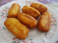 Te damos una masterclass para hacer unas croquetas de pollo requetebuenísimas Boricua Recipes, Meat Recipes, Mexican Food Recipes, Chicken Recipes, Cooking Recipes, Tapas, My Favorite Food, Favorite Recipes, Cuban Cuisine