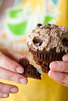 Oreo Cupcakes - With a Built-In Cup for Milk ~ Cupcake Project
