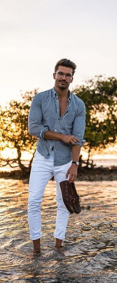 Pastel Colour Outfit Ideas For Men 2019 Summer is here and its time to opt for a style that is fresh and trendy. Pastel colour outfits are ideal for summers as they look absolutely stunning! Preppy Mens Fashion, Mens Fashion Blog, Fashion Moda, Look Fashion, Men Summer Fashion, Fashion Styles, Best Fashion For Boys, Fashion Ideas, Fashion Addict