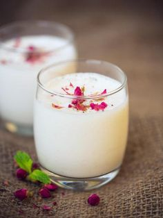 Indian lassi with rose - Food and Drink - Indian Desserts, Indian Sweets, Indian Snacks, Indian Food Recipes, Healthy Recipes, Ethnic Recipes, Tantra, Lassi Recipes, Banana Dessert