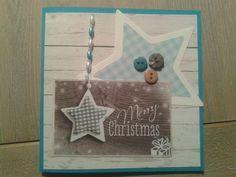 Kerstkaart, gemaakt met papier uit de Scandinavian Christmas serie van StudioLight. Snijmal (oude) en knoopjes zijn van BoekenVoordeel.
