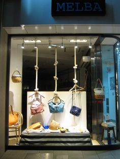 Visual merchandising and store design. Boutique Window Displays, Window Display Retail, Window Display Design, Retail Windows, Store Windows, Merchandising Displays, Store Displays, Bag Store Display, Shop Interior Design