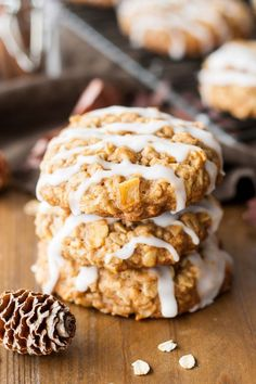 An apple crisp in cookie form! These Caramelized Apple Oatmeal cookies are chewy, delicious, and packed with apple cinnamon flavour.   livforcake.com