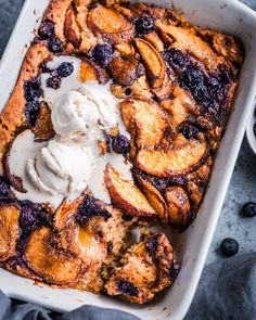 Vegan Brown Butter Peach Cobbler Vegan Peach Cobbler, Southern Peach Cobbler, Fruit Cobbler, Vegan Pie, Vegan Butter, Vegan Food, Healthy Pie Recipes, Cooking Recipes, Crumble Recipe