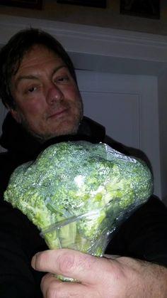 OOMPH!  Ukraine  - Хаген юморит :-D  Hagen Bass:  Hab meiner Süssen heute mal nen Strauß Blumen mitgebracht. __________________________________________________  Сегодня принёс для моей милой букет цветов.