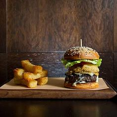 10 Canadian Restaurants Worth Splurging On: Reservations are recommended – and a topped-up savings account, too – for these top picks for gourmet dining from coast to coast. (Reader's Digest Undated) Waffle Recipes, Burger Recipes, Beef Recipes, Real Food Recipes, Yummy Burger, Province Du Canada, Canadian Cuisine, Canadian Recipes, Hamburgers