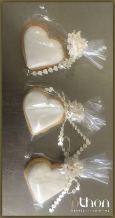 Cookies με ζαχαροπαστα Wedding Doors, Diy Wedding, Wedding Cakes, Wedding Flowers, Wedding Door Decorations, Favours, Macarons, Presents, Sweets