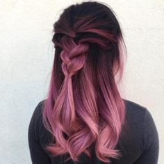 Rose gold ombre hair is a really big trend, and it seems to show no sign of fading away as the weather warms up. Here are some great colour combinations you can put with the stunning pinks to get that rose gold ombre hair. Pastel Ombre, Pink Ombre Hair, Hair Color Pink, Cool Hair Color, Purple Ombre, Pastel Pink, Purple Rose, Dark Ombre, Neon Hair