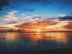Souvenirs du réveillon de la saint-sylvestre sur la plage : dernier coucher de soleil de 2014. #misshome #974 #974léla #bordeauxmaville #lareunion #iledelareunion #ReunionIsland #sunset #vsco #vscocam #afterlight #wanderlust #travel #colors #tourism #islandlife #medecine #medstudent #newyear #GoToReunion #igersmood #Lost_World_Treasures by cynthia_salva