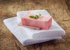 Receta de jabón de fresa con jabón neutro. #manualidadesuncomo #manualidadesfaciles #manualidadesinfantiles
