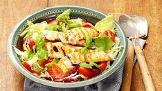 Zeleninový salát s kousky grilovaného kuřecího masa Tofu, Cobb Salad, Feta, Potato Salad, Tacos, Food And Drink, Potatoes, Chicken, Healthy