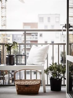 Cozy small backyard patio ideas on a budget for your cozy home Porch And Balcony, Patio Roof, Balcony Garden, Backyard Patio, Patio Ideas For Small Yards, Small Patio, Covered Back Patio, Appartement Design, Balcony Design