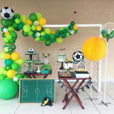 How to throw a winning World Cup viewing party - Lo Que Necesitas Saber Para La Fiesta Soccer Birthday Parties, Football Birthday, Soccer Party, Birthday Party Themes, Balloon Decorations Party, Party Decoration, Childrens Party, Party Time, Balloons
