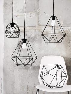 De nya lampskärmarna BRUNSTA tecknar spännande geometriska former i luften. Fina att hänga var för sig eller i grupp som grafiska tecken, självklart med en hållbar och energisnål LED lampa i fokus!