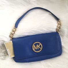 """✨HP✨ MICHAEL KORS FULTON CHAIN This is perfect for the outfits that need a pop of color and don't need the overbearing handbag. Michael KORS logo plaque on flap. Back slip pocket with magnetic closure, chain and leather strap, top flap magnetic snap closure. Signature lining, interior zippered pocket, six credit card slots and one slip pocket. Measurements; (L) 11.5"""" x (H) 5.5"""" x (W) 1"""" chain strap (H) 7.5"""" MICHAEL Michael Kors Bags"""