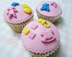 Estrade's cakes: cupcakes para una recién nacida, decorados con fondant.