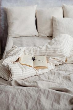 gives your bedroom decor a more elegant look than pure stonewashed linen bedding. Individual hand-sewn items are available: linen duvet covers, linen pillows, sheets, bed skirts. Discover the magic of linen!