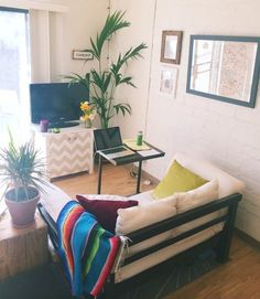 London's Seaside Studio — Small Cool Contest | Apartment Therapy
