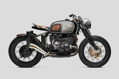 Milanese custom motorcycle maker South Garage has unveiled the state-of-art BMW R75/7 Nerboruta. The Italian term Nerboruta is used to describe something brawny, muscular and sinewy. Transforming the late 70s BMW from tourer to bobbed beauty was no easy task. After stripping things down to their barest essentials, the Milan-based crew went to work on …